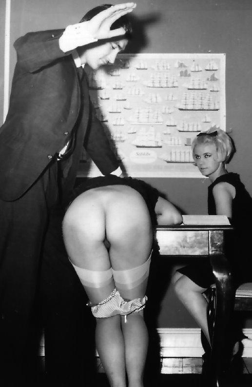 L'étudiante fessée